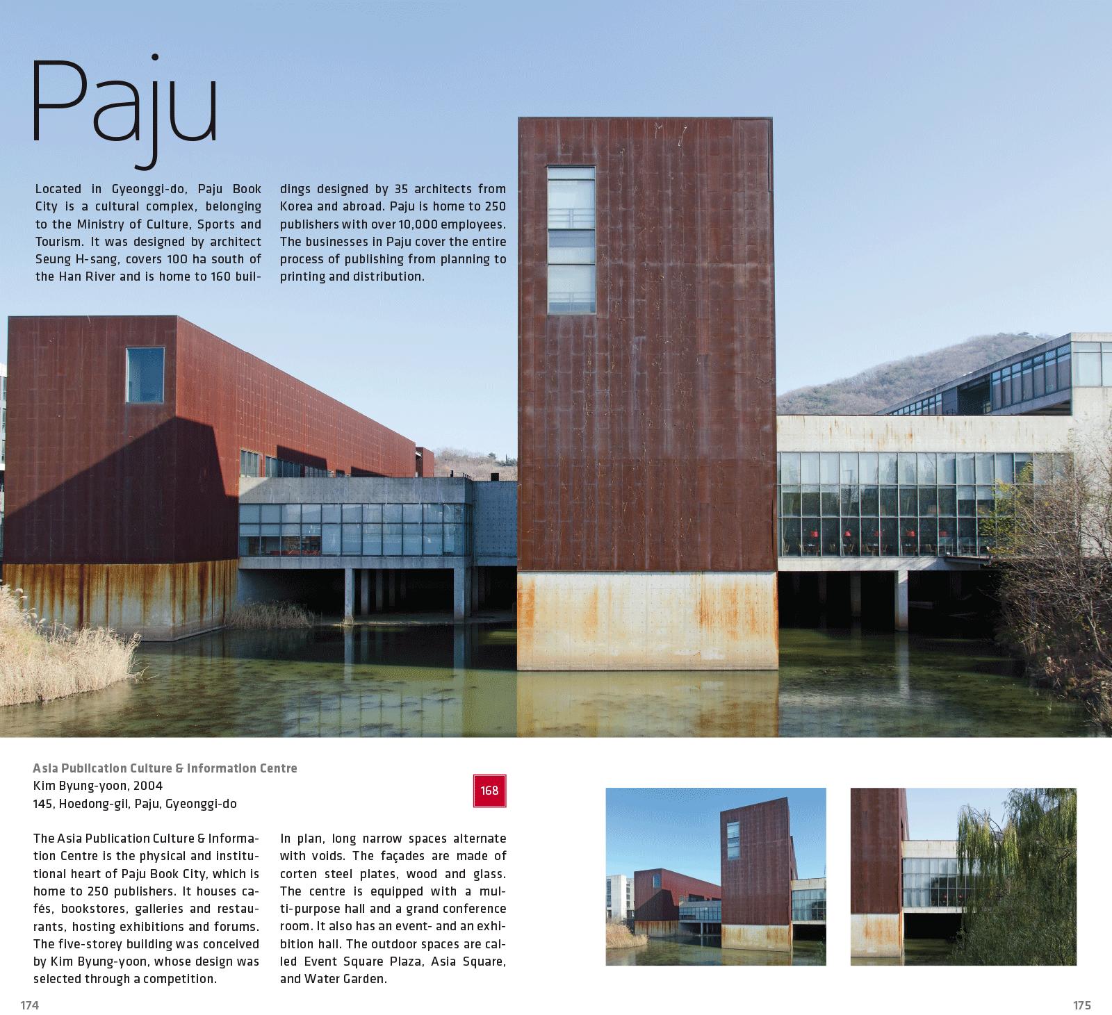 Eine Doppelseite des Architekturführers. Alle Fotos © Martin Eberle, Berlin